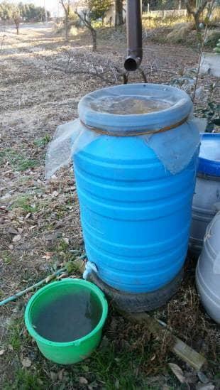 輸入食品の空き容器を使って自作した雨水タンク