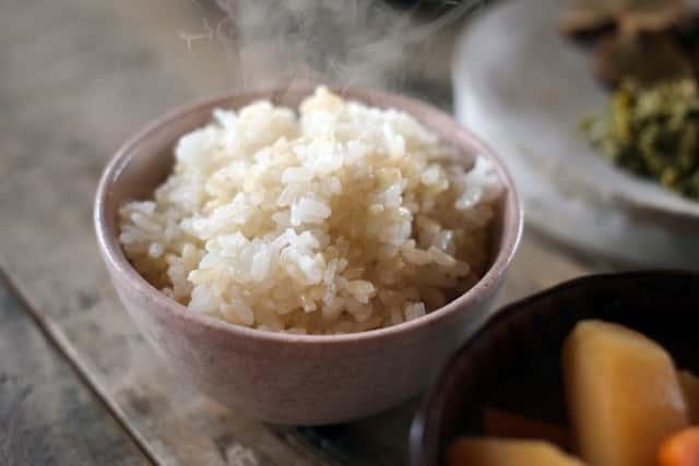 炊き立ての玄米ごはん