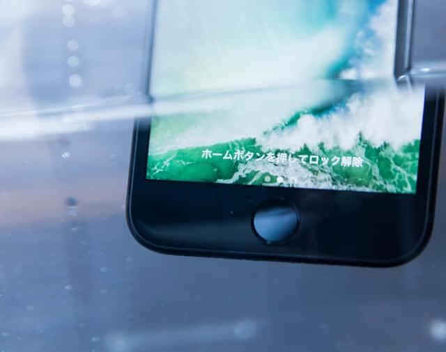 防水機能のあるスマートフォン