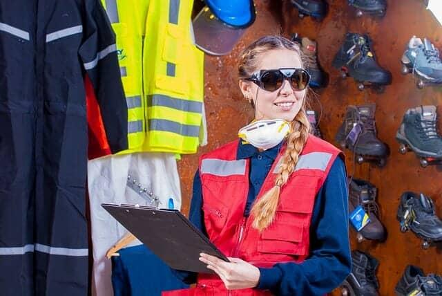 工事現場で働く女性