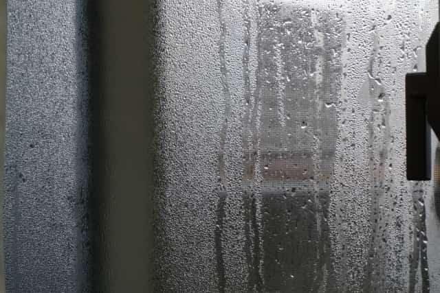 結露した窓