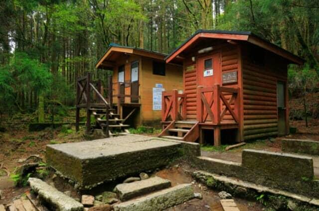 キャンプ場のバイオトイレイメージ