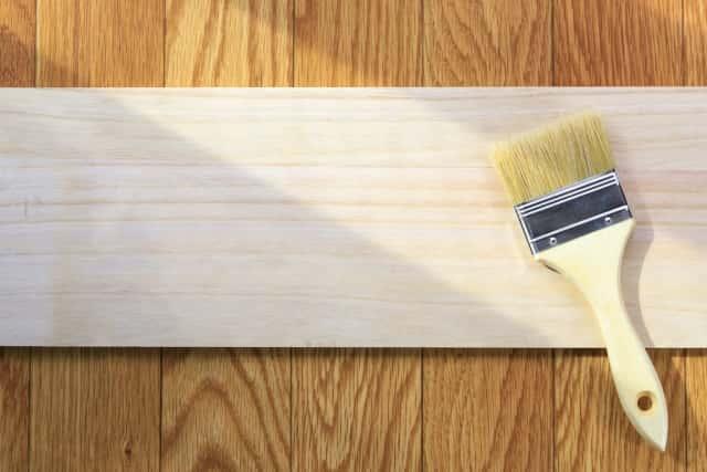 木にオイルを塗って手作りガーデンフェンスを作る