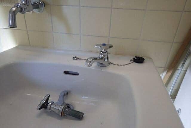 洗面台の蛇口の交換