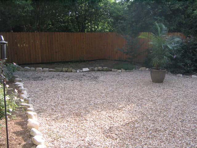 砂利敷きの庭
