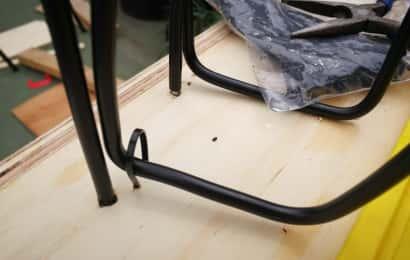 ホースヘッド置き場を天板に固定する