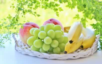 シャインマスカットと桃とバナナ