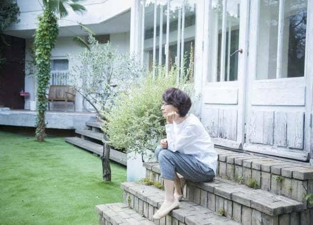 芝生のある家