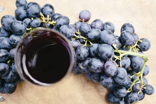 赤ワインとぶどう