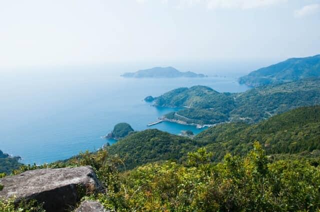 野間岳から坊津を望む
