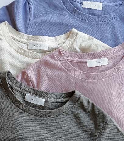 4色のTシャツ