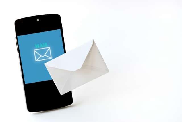 スマートフォンと手紙