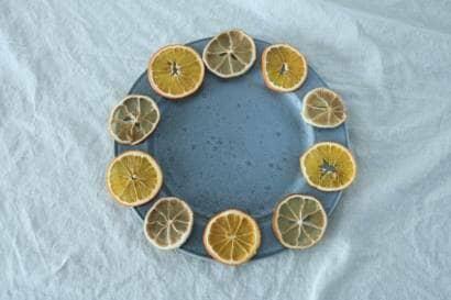 ドライレモンをリースのように並べる