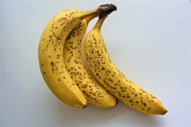 黒い斑点が現れた完熟バナナ