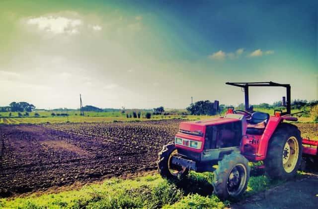 耕運機と畑