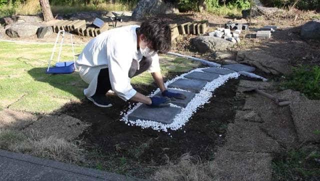 敷石を敷く