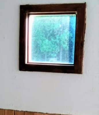 コンテナに取り付けた窓枠