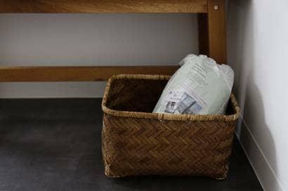 新聞紙に包んだ白菜