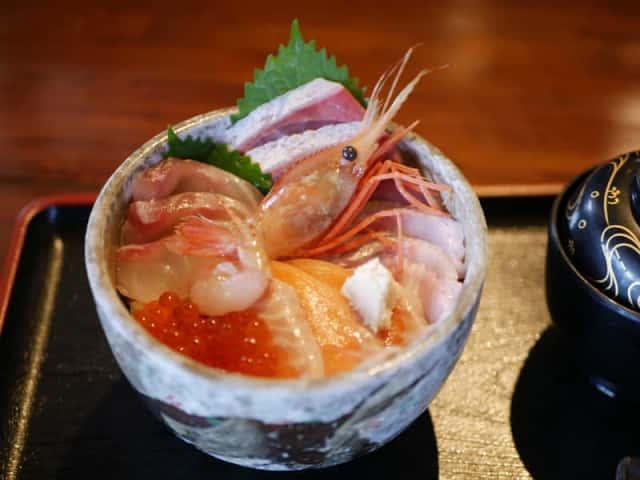 知床の海鮮丼
