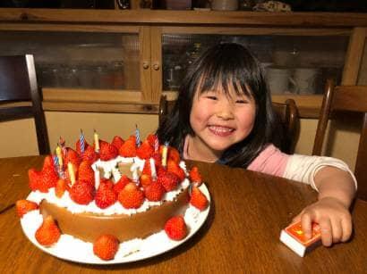 いちごのケーキと女の子