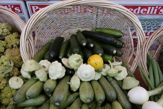 ズッキーニ、市場、卸