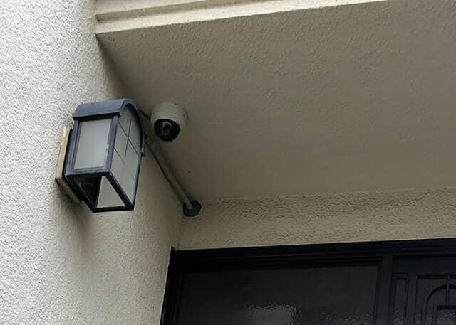 玄関の防犯カメラ
