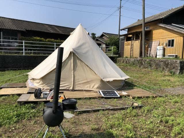 畑に作ったテント