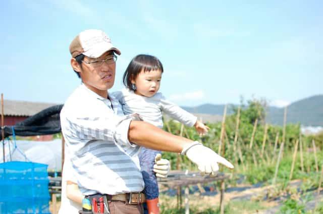 子を抱いた中川さん