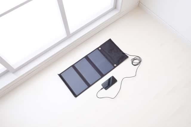 スマホをソーラーパネルで充電