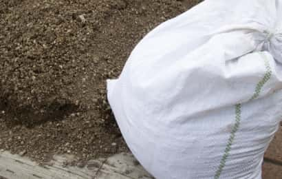 土と土嚢袋