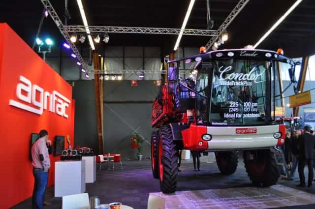 ベルギーの農業展示会で展示されたトラクター