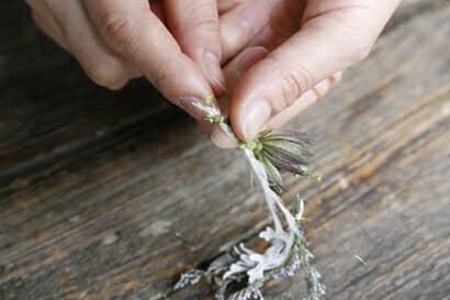 ガーランドの作り方①ワイヤーで花材を束ねる