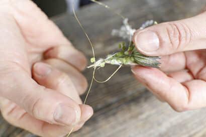 ガーランドの作り方②束ねた部分でワイヤーを結ぶ