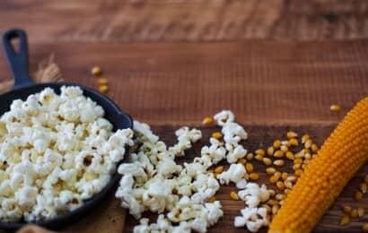 トウモロコシの実とポップコーン