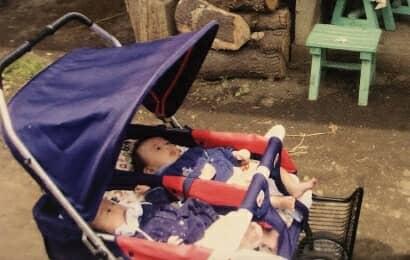 ベビカーに乗る赤ちゃん