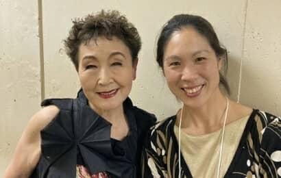 加藤登紀子さんと大津愛梨さん