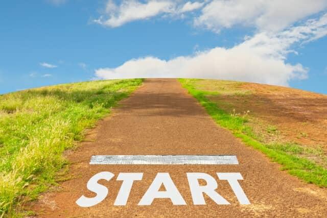 STARTと書かれた道