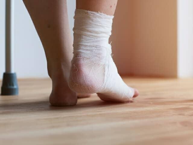 怪我をした足