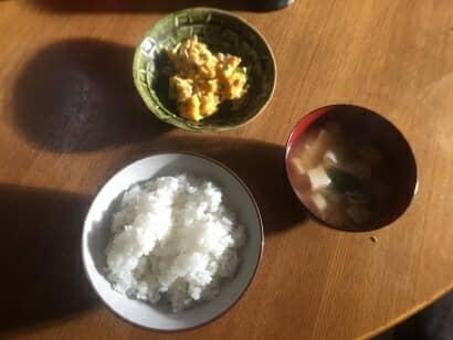朝食のご飯とおみそ汁