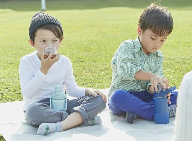 コップ&直飲みOK!2WAYの子ども用水筒