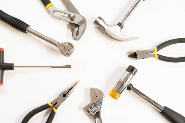 円状に並んだ工具セット 拡大