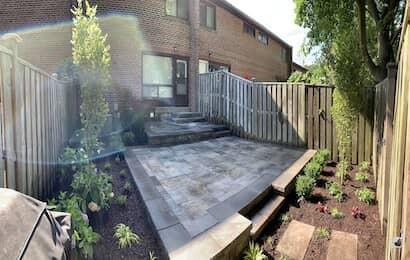 ストーンブロック床の庭